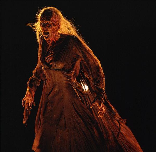 http://www.bloghorror.net/2008/10/the-darkness-fall-2003.html