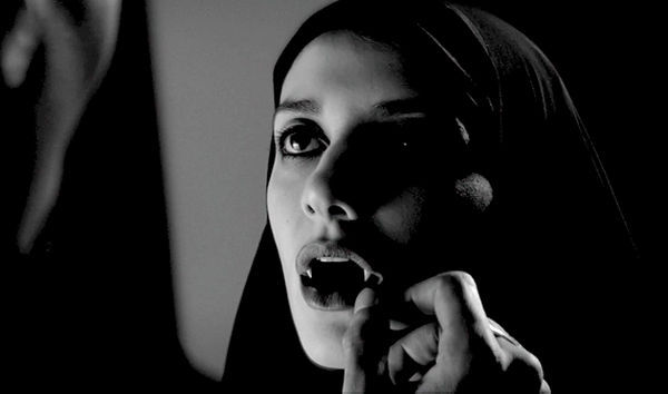 Pelicula A Girl Walks Home Alone at Night 2015