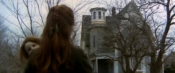 Pelicula Aquella casa al lado del cementerio