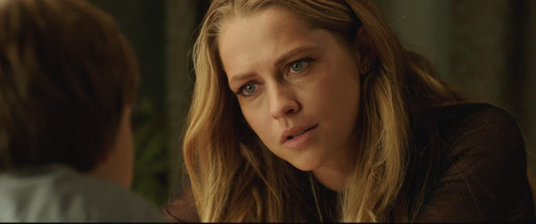 Lights Out - Teresa Palmer