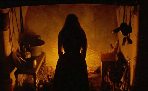 Gwen parece la perfecta compañera de The Witch y Hagazussa Trailer 2