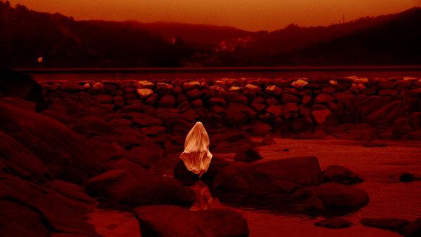 Lua vermella Red Moon Tide 3